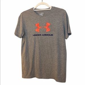 Under Armour Boys Grey  T - Shirt Size XL